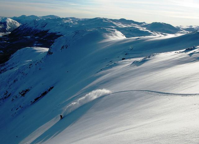 Frikjøring handler om å se mulighetene for og sette sin egen signatur i snøen.