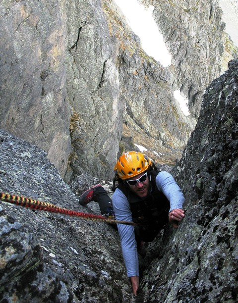 Mountain climbing in Hemsedal is varied and exciting. The picture shows climbing on the route Overraskelsen on Skogshorn mountain.